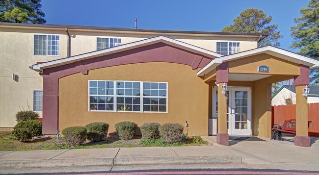 Americas Best Value Inn & Suites - Longview - Building