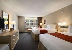 Ramada Kissimmee Gateway - Kissimmee - Bedroom