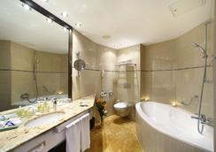 Grand Hotel Bohemia - Prague - Bathroom