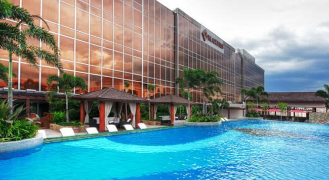 Maxims Hotel - Pasay - Building