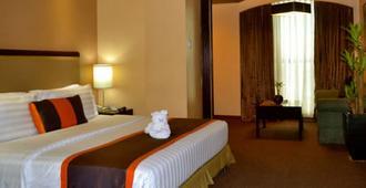 Makati Palace Hotel - Manila - Bedroom