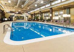 Comfort Inn & Suites Airport - Syracuse - Pool