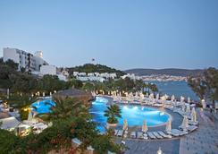 Salmakis Resort & Spa - Bodrum - Pool