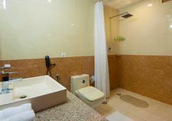 Hotel Aura, Igi Airport - New Delhi - Bathroom