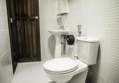 Salt Beach Hotel - Maafushi - Bathroom