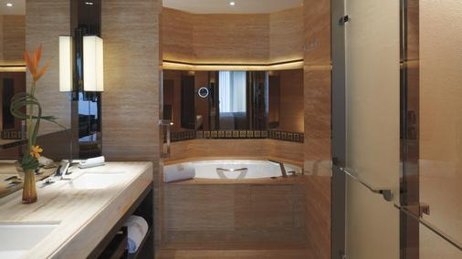 The Ritz-Carlton Hong Kong - Hong Kong - Bathroom