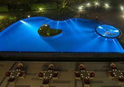 Radisson Blu Plaza Hotel Mysore - Mysore - Pool