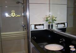 Washington Parquesol Suites & Hotel - Valladolid - Bathroom