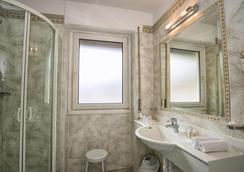 Hotel Garni Snaltnerhof - Ortisei - Bathroom