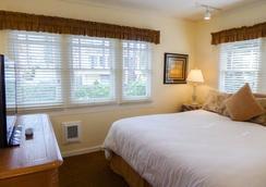 Briarwood Inn - Carmel-by-the-Sea - Bedroom