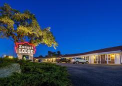 Sunset Lodge Escanaba - Escanaba - Outdoor view