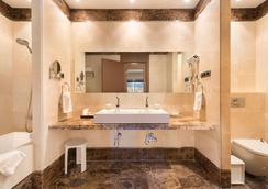 Hotel Fuerte Estepona - Estepona - Bathroom