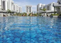 Park Inn Hospitality - Bangalore - Pool