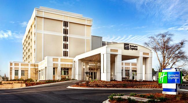 Holiday Inn Express Charleston Dwtn - Ashley River - Charleston - Building