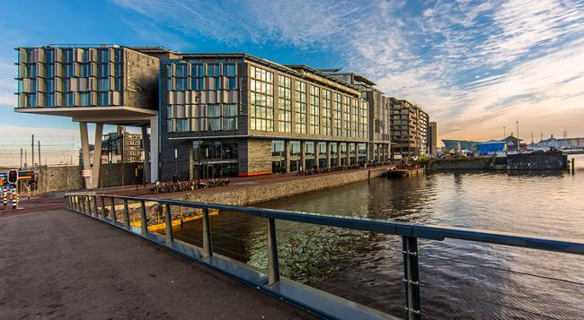 DoubleTree by Hilton Amsterdam Centraal Station - Amsterdam - Building