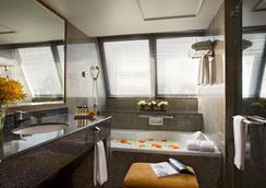 Boulevard Hotel Bangkok - Bangkok - Bathroom