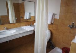 Marcopolo Business Hotel - Kathmandu - Bathroom