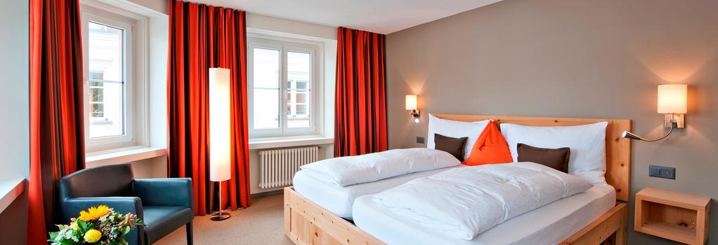 Hotel Donatz - Samedan - Bedroom