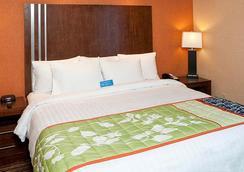 Fairfield Inn and Suites by Marriott San Francisco Airport Millbrae - Millbrae - Bedroom