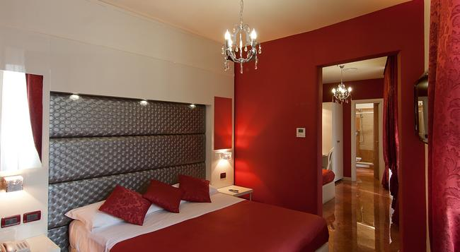 Hotel Fellini - Rome - Bedroom