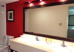 The Godfrey Hotel & Cabanas Tampa - Tampa - Bathroom