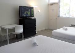 Beach Gardens A North Beach Village Resort Hotel - Fort Lauderdale - Bedroom