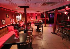 The Village Inn - Lenox - Lounge