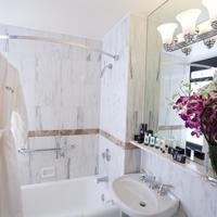 Wyndham New Yorker Hotel Bathroom