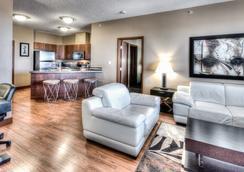 Podollan Rez-idence Grande Prairie - Grande Prairie - Living room