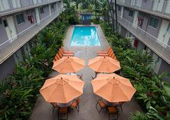 Pacific Marina Inn - Honolulu - Pool