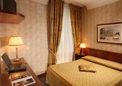 Hotel Condotti - Rome - Bedroom