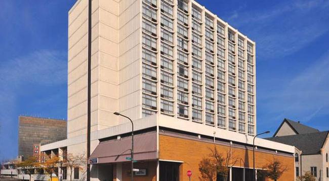 University Plaza Hotel - Evanston - Building