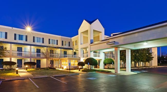 Days Inn Chattanooga/Hamilton Place - Chattanooga - Building