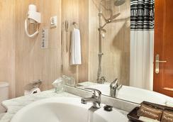 Magic Aqua Rock Gardens - Benidorm - Bathroom