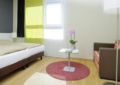 Harry's Home Dornbirn - Dornbirn - Bedroom