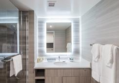 Polynesian Residences Waikiki Beach - Honolulu - Bathroom