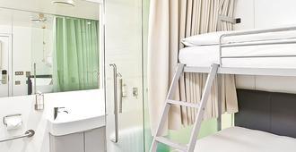 Yotel Air London Heathrow - Hounslow - Bedroom