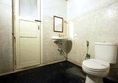 Fabhotel Esparan Pondicherry - Puducherry - Bathroom