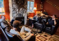Squamish Adventure Inn - Squamish - Lounge