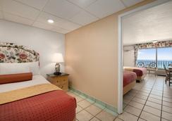 Days Inn Panama City Beach/Ocean Front - Panama City Beach - Bedroom