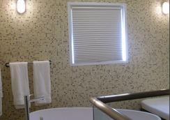 Aladdin Hotel - Couples Only - Miami Springs - Bathroom