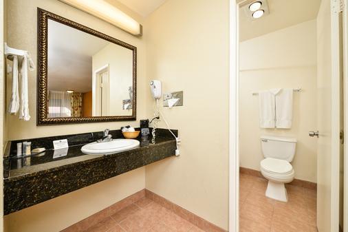 Econo Lodge Inn & Suites El Cajon San Diego East - El Cajon - Bathroom