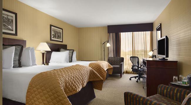 Wyndham Garden Hotel Newark Airport - Newark - Bedroom