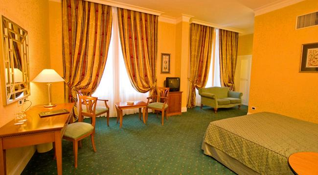Ateneo Garden Palace - Rome - Bedroom