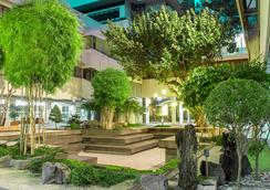 AIM Conference Center Manila - Manila - Outdoor view