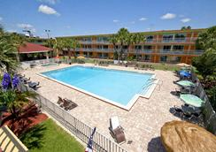Roomba Inn & Suites at Old Town - Kissimmee - Pool