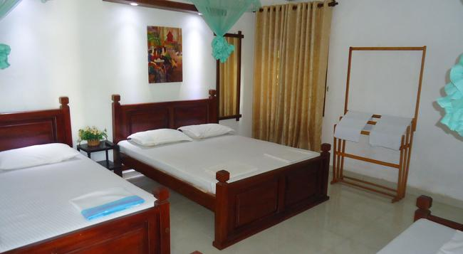 White Guest - Anuradhapura - Bedroom