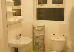 Baytree Hotel - London - Bathroom