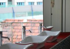 Green Kiwi Backpacker Hostel - Lavender - Singapore - Bathroom