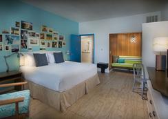 Postcard Inn on the Beach - Saint Pete Beach - Bedroom